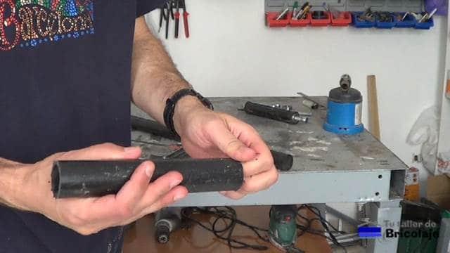 trozo de tubo para hacer el rodillo casero