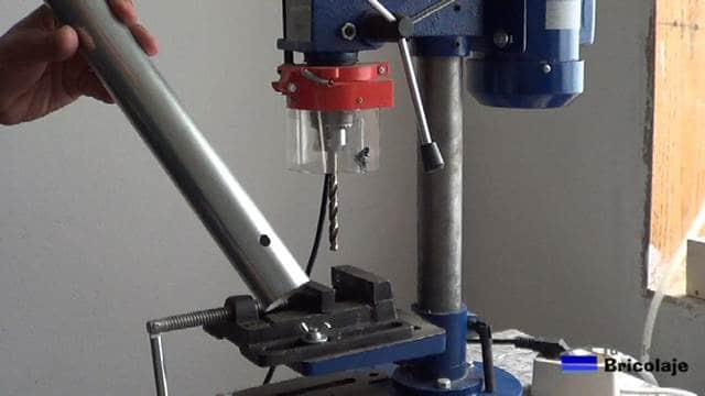 agujeros realizado al tubo de 40 mm y a una distancia de 5 cms del borde