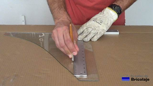 C mo realizar cortes en vidrio o cristal for Cortar cristal para gatera