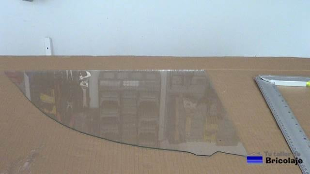 segunda pieza a cortar con la herramienta para cortar vidrios o cristal
