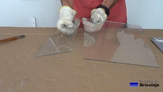 trozo de cristal o vidrio cortado de forma satisfactoria