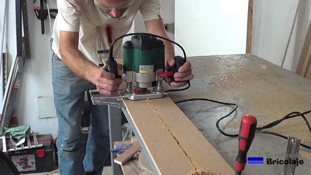 ranurando la base de la plantilla