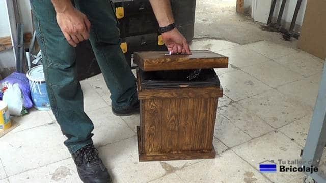 Cómo hacer un cubo de basura de palé