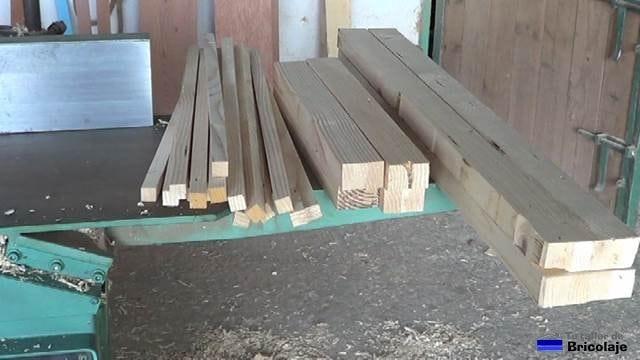 listones en bruto sacado de la madera de palets