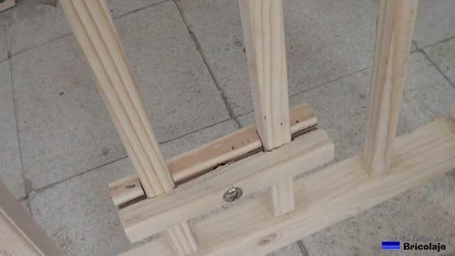 sistema para regular en altura y sujetar el mini colchón de la cuna colecho a la estructura