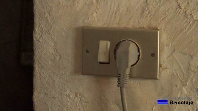 C mo colocar un enchufe con interruptor - Interruptores y enchufes ...