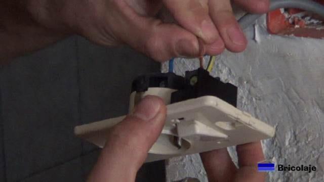 conectando la fase en la entrada del interruptor