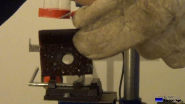 angulo perforado con broca de 9