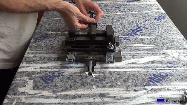 insertando las varillas roscada que harán la función de tope