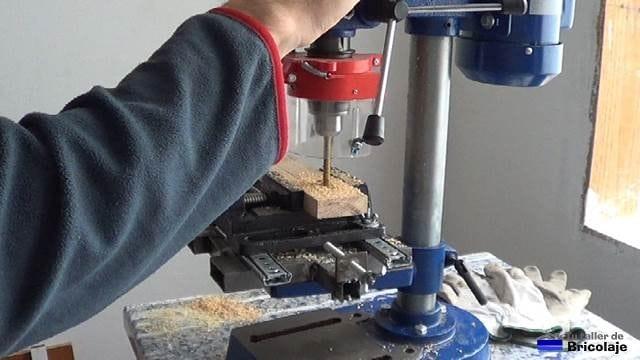 escopleando la madera