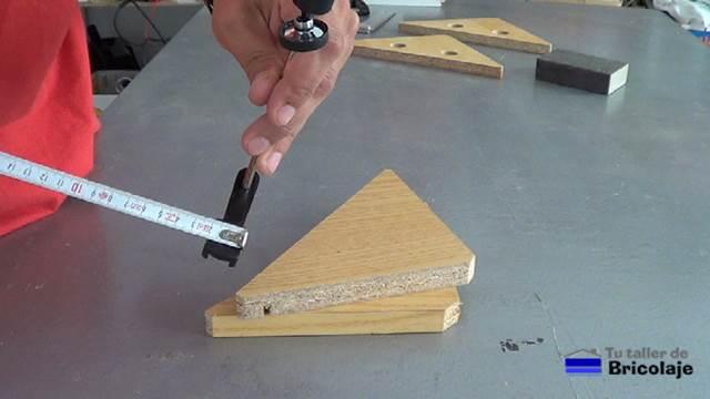 C mo hacer una sencilla escuadra para ensamblar madera for Sargentos de madera