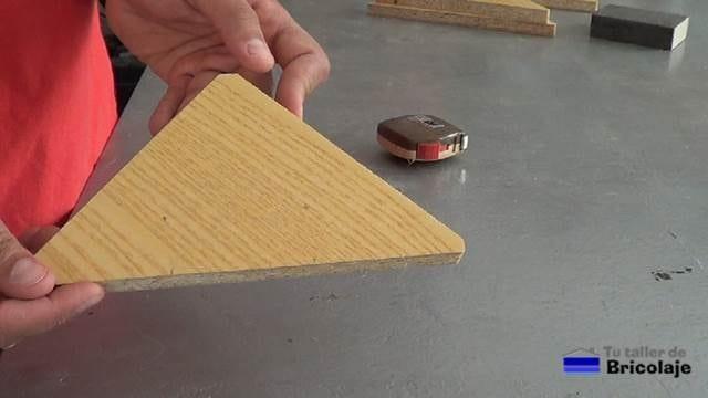escuadra de madera para ensamblar madera