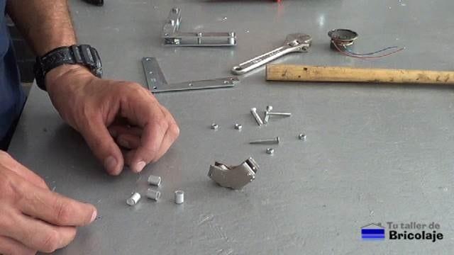 todas las piezas necesarias para realizar la escuadra magnética casera
