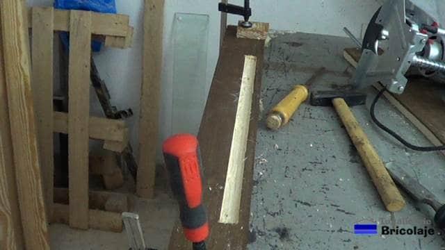 madera fresada para colocar el perfil de aluminio para colocar la tira de led