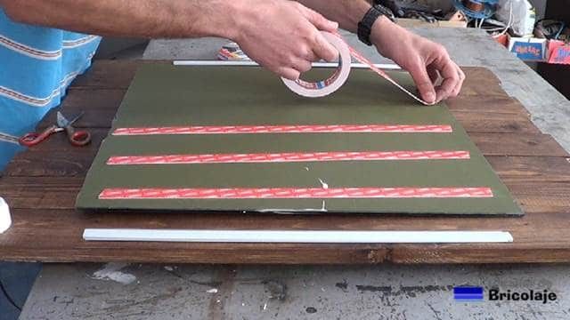 colocando las cintas de doble cara de Tesa