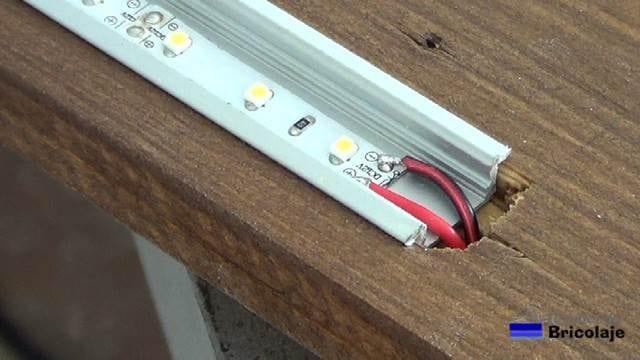 cable de alimentación soldada a las tiras de led