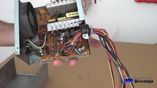 componentes electrónicos de una fuente de pc