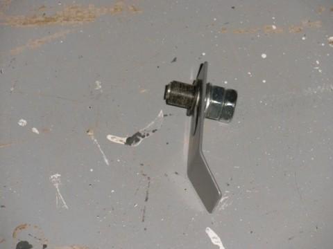 kit delantero compuesto por tuerca, tornillo, arandela y manguito de plástico