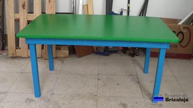 C mo hacer una mesa de madera para ni os con tornillos for Construir mesa de madera