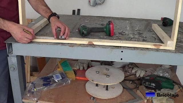 marcando el lugar donde colocar las alcayatas redondas