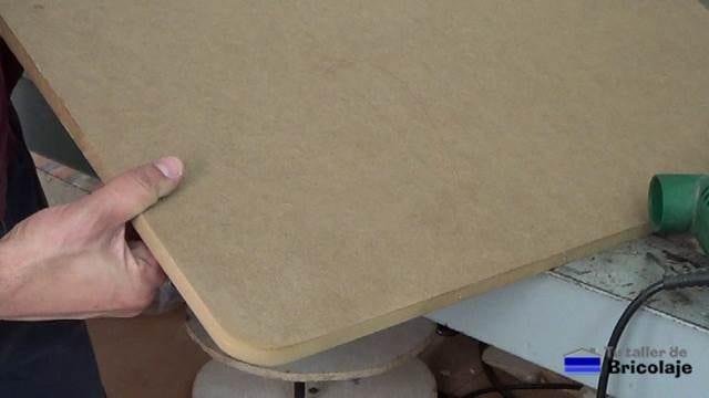 esquina redondeada de la cubierta de la mesa para niños con tornillos