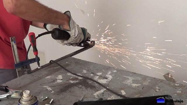 repasando la soldadura con una amoladora o radial
