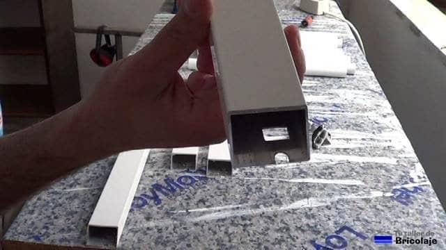 muescas realizadas con una matriz para insertar las escuadras