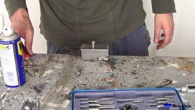 como hacer una rosca para un tornillo