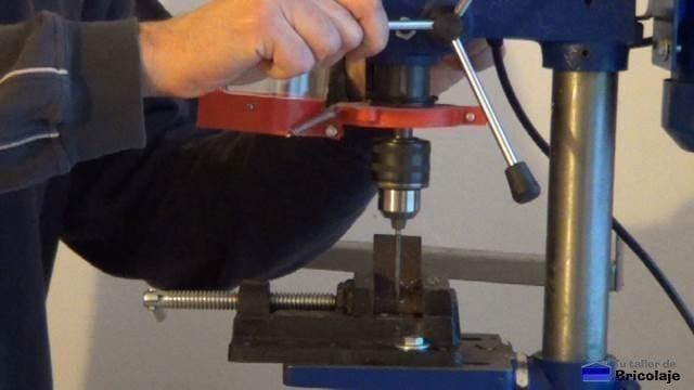 perforando el trozo de ángulo de 70