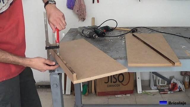 fabricando las baldas de la zapatera para niños