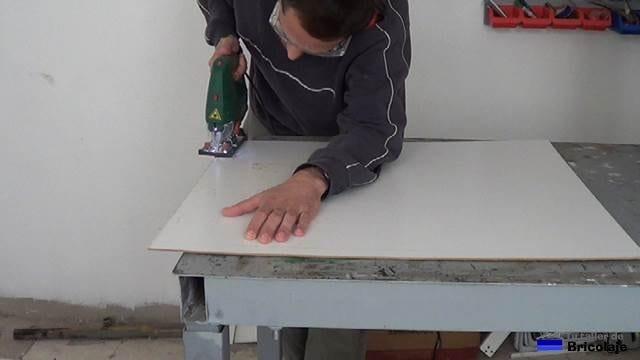 cortando la trasera de la zapatera