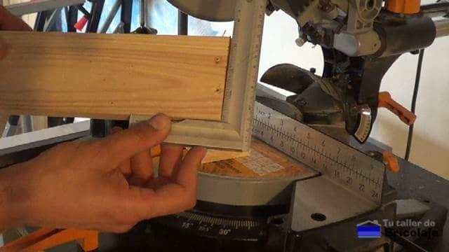 comprobando la precisión de corte de la madera