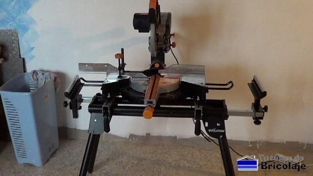 tornillos para sujetar la ingletadora telescópica multifunción a la mesa