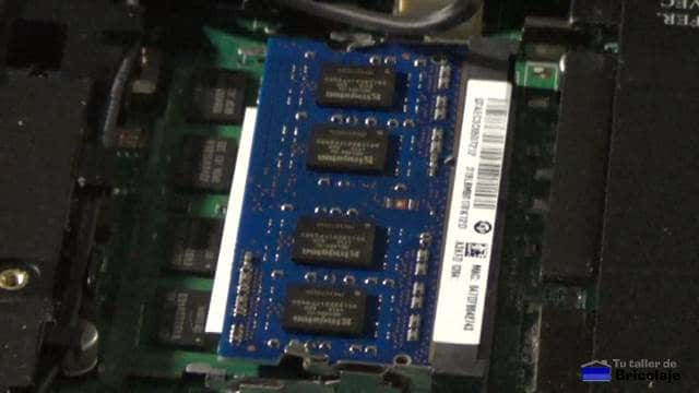 módulo de memoria ram instalada en el portátil
