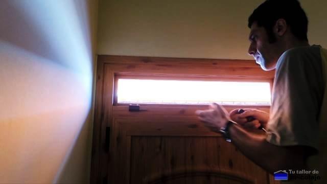 presentando las bisagras de la ventana