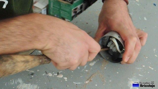 limando las asperezas de la lámpara