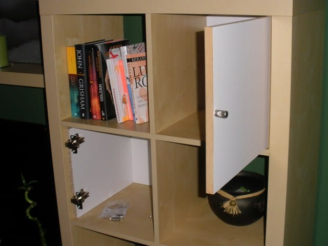 C mo hacer unas puertas para librer a comprada en ikea for Ikea puertas para estanterias