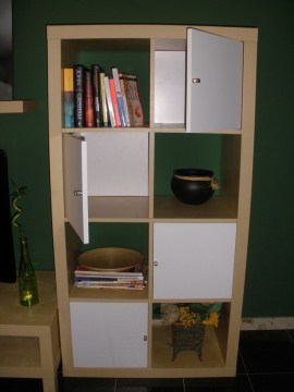 librería comprada en ikea con puertas fabricadas por nosotros