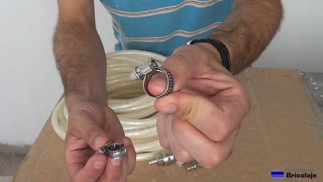 abrazaderas ajustables para poder sujetar los conectores a la manguera