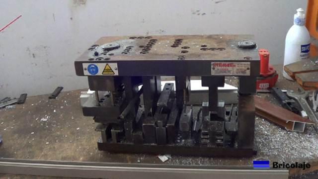 M quinas usadas en un taller de aluminio profesional for Escaleras de aluminio usadas