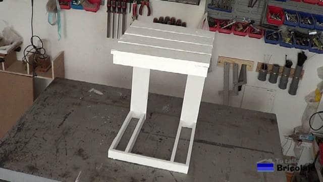 Como hacer una mesa auxiliar de terraza con palets