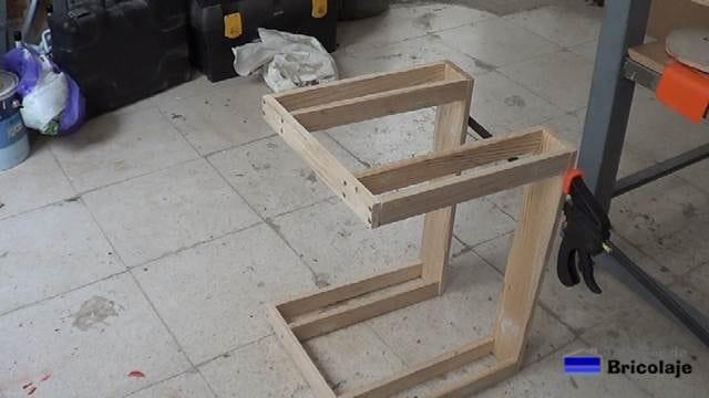 estructura de la mesa auxiliar de terraza, azotea...