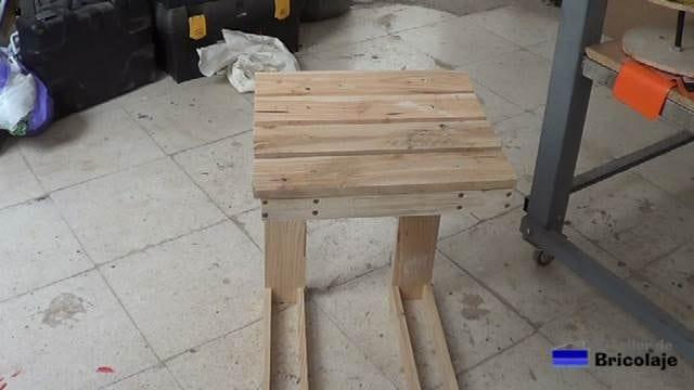 mesa auxiliar de madera de palets para nuestra terraza, azotea...