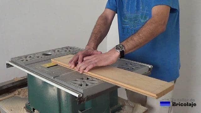 repasando la madera machimbrada