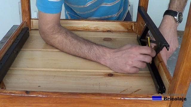marcando para colocar el sistema de elevación de mesas