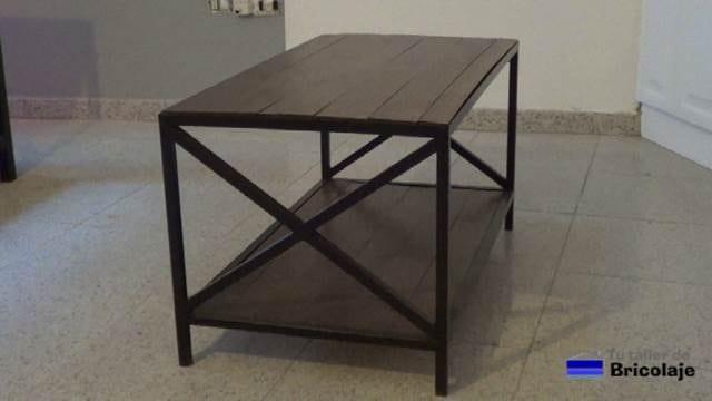 cómo hacer mesa de centro de hierro y madera de palets