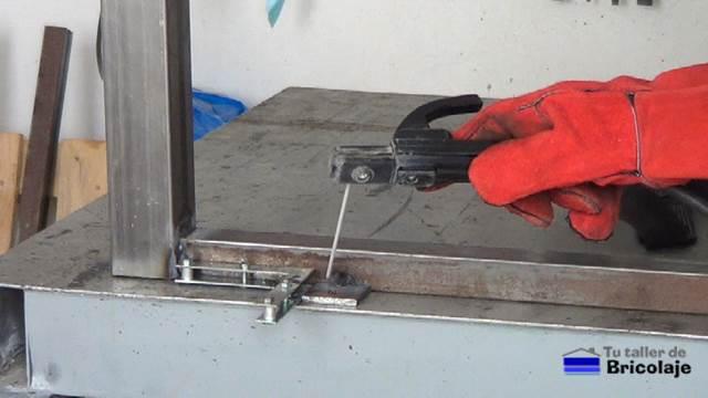 C mo hacer una mesa comedor de hierro y madera - Como soldar hierro ...
