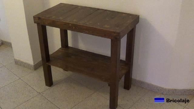 mesa recibidor con madera de palets