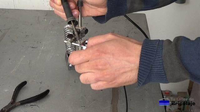 estañando las puntas del cable de audio