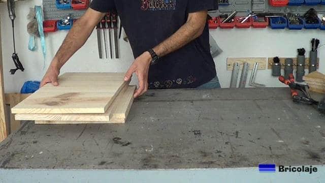 madera preparada para comenzar a fabricar parte del mueble auxiliar para el baño